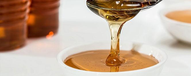 Manuka Honey for Eczema Spoon